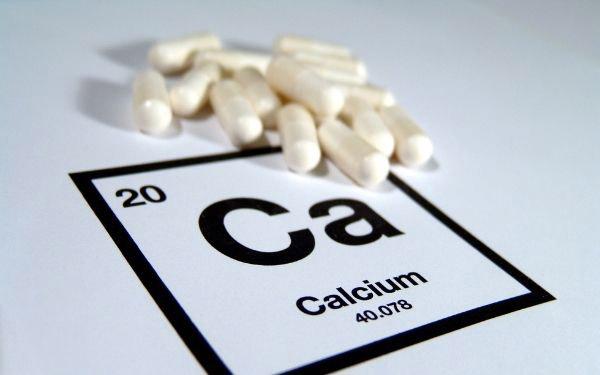 Calcio, elemento de la tabla periódica y cápsulas